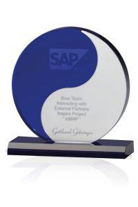 "Glaspokal ""Yin Yang Award"" mit Lasergravur"