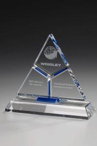 """Glaspokal """"Summit Award"""" mit Glasgravur"""