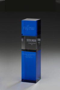 "Glaspokal ""Blue Cube Award"" mit Lasergravur"