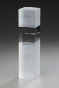 "Glaspokal ""Frozen Cubix Award"" mit Lasergravur"