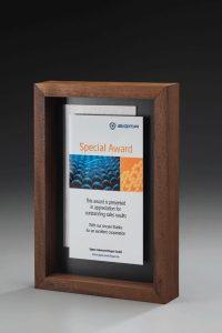 """Acrylglaspokal """"Lucus Frame Award"""" mit Gravur"""