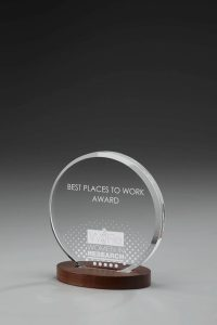 "Glaspokal ""Lucus Round Award"" mit Lasergravur"