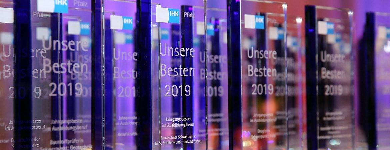 Pokale-Awards-Glaspokale-IHK-Slider