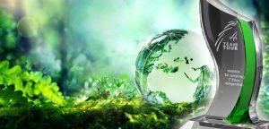 Glastrophäen der Globe Meets Emerald Kollektion von Glaswert
