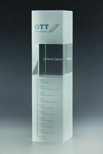 glaspokal-lasergravur-direktdruck-folienplott-kristallglas-qubixl-trophy-ott-spanntechnik