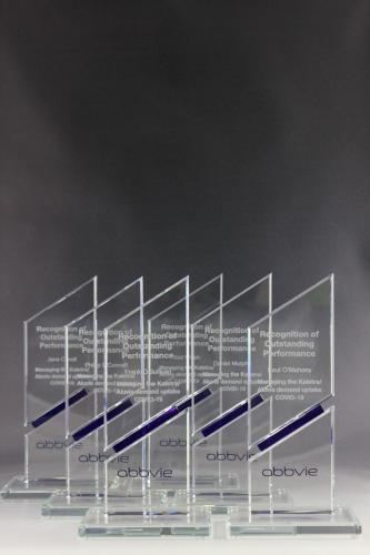 Glastrophäen mit Lasergravur für die Firma Abbvie