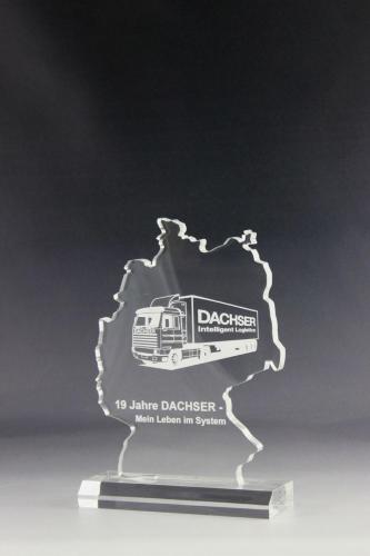 Trophäe aus Acrylglas mit Lasergravur für die Firma Dachser