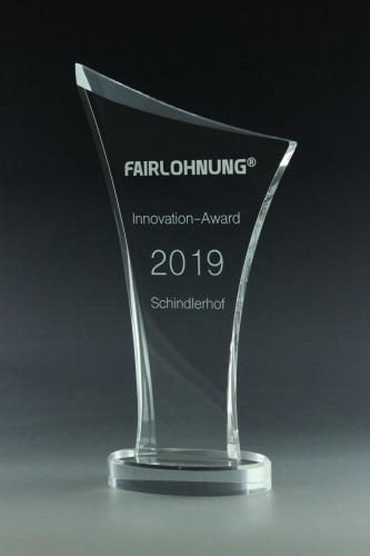 glaspokal-fairlohnung-award-glastrophäe