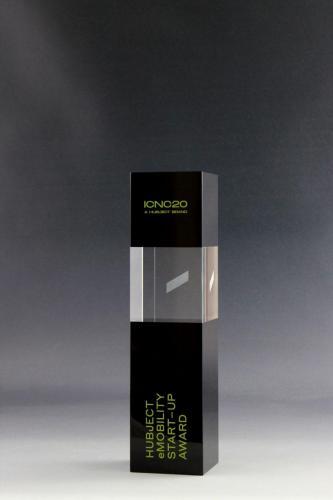 Glaspokal der Cubix Kollektion mit Lasergravur und UV-Direktdruck veredelt