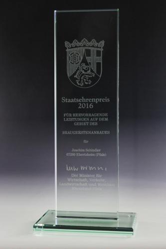 glaspokal-staatsehrenpreis-auszeichnung-glastrophäe